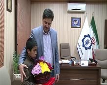 دلجویی شهردار کرمان از کودکان گل فروش