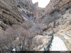 چشم نوازی قندیلهای یخی آبشار مارگون