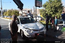 واژگونی عجیب یک خودرو در شیراز+تصاویر